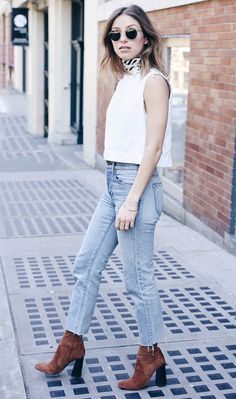 Street style look com regata e jeans.