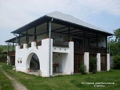 A R T: Casa particulara din Cartiu, jud. Village House Design, Village Houses, Rural House, My House, Old Country Houses, Planets Wallpaper, Garage House, Architectural Features, Log Homes