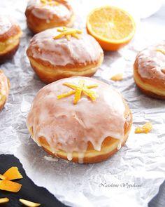 Nastoletnie Wypiekanie: Pomarańczowe pączki z lukrem