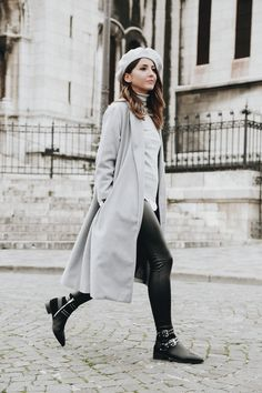 Just because it's cold outside doesn't mean you can't have as much fun getting dressed as you did during the warmer months and look just as stylish! Beret Outfit, Androgynous Look, Autumn Street Style, Autumn Style, Paris Love, European Fashion, European Style, Fashion Lookbook, Get Dressed