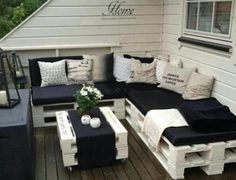 Amazing Benefits and Plans of Pallet Sofa Pallet Furniture DIY Furniture Making, Diy Furniture, Diy Pallet Patio Furniture, Balcony Furniture, Palette Patio Furniture, Pallet Furniture For Outside, Furniture From Pallets, Palette Couch, Pallet Ideas For Outside