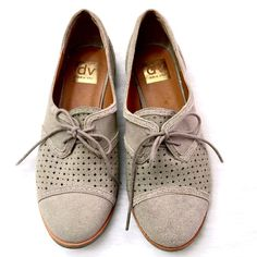Dolce Vita Oxfords Taupe colored/suede Dolce Vita Oxford flats. Size 7.5 - No Trades Dolce Vita Shoes Flats & Loafers