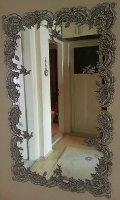 espejo adornado con metal repujado, miror framed with embossed pewter
