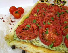 Слоеный пирог с помидорами и базиликом