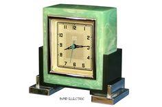 ART-DECO BOND ELECTRIC GREEN CATALIN SKYSCRAPER DAY DATE CLOCK 1932