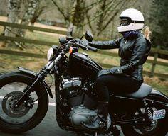 Donne e moto: quello che gli uomini pensano davvero sulle donne motocicliste