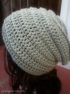12 days of DIY crochet gifts to make: Day 5- trendy slouchy hat #crochet #free #pattern