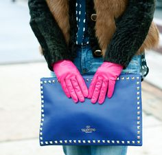 Obsessed with this Valentino rock studded clutch, such a pretty color! Balenciaga Designer, Chanel Designer, Designer Jewelry, Jewelry Design, Valentino Rockstud Clutch, Everything Designer, Louis Vuitton Designer, Used Watches, Studded Clutch