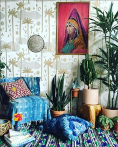 I would be so happy in a room that looked like this! Jungalow Wallpaper in your home!