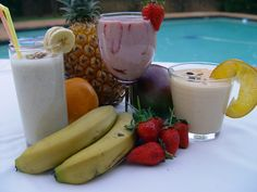 Healthy smoothies have become staples in many weight loss diets. Making a meal-replacement smoothie is simple and quick. Smoothie recipes are customizable. Fitness Smoothies, Fruit Smoothies, Smoothies Detox, Diabetic Smoothies, Diet Smoothie Recipes, Low Carb Smoothies, Smoothie Diet, Workout Smoothie, Strawberry Smoothie