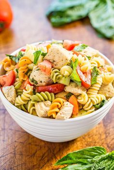 Italian Chicken Pasta Salad - Easy ready in & healthy! Bursting with fresh flavors from juicy tomatoes basil parmesan & chicken! Italian Chicken Pasta, Greek Lemon Chicken, Chicken Orzo, Pasta Salad Italian, Easy Pasta Salad, Pasta Salad Recipes, Orzo Salad, Paleo Pasta, Chicken Salads