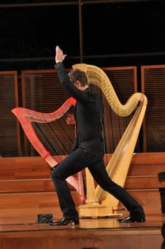 Meko performing at the International Harp Museum