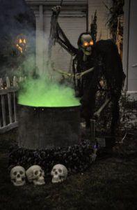dark outdoor halloween decorations