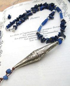 Collier en lapis lazuli , perle tribale en argent afghanne, rares perles bleues anciennes Russie ...