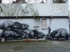 L'oeuvre majeure de Roa dans la rue Tempelhof de Gand Graffiti, Street Art, Rue, Les Oeuvres, Painting, Street, Artists, Painting Art, Paintings