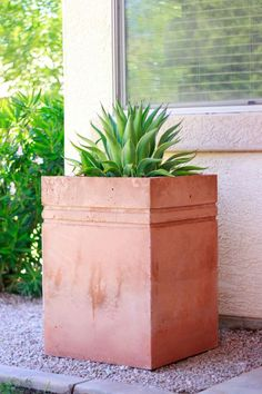HOW TO MAKE A TALL CONCRETE PLANTER  Read more at http://www.remodelaholic.com/make-tall-concrete-planter/#wJBiDD1qTGtrsOfM.99