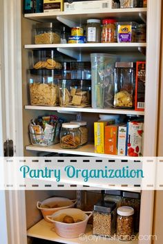 How I organized my pantry with the help of a professional organizer! #organization #diy
