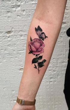 This really belongs on here tattoos tatoveringer Pretty Tattoos, Unique Tattoos, Beautiful Tattoos, Amazing Tattoos, Star Tattoos, Body Art Tattoos, Sleeve Tattoos, Rose And Butterfly Tattoo, Tattoo Bein