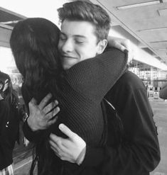 AGH I wanna meet shawn at the next tour so bad!!