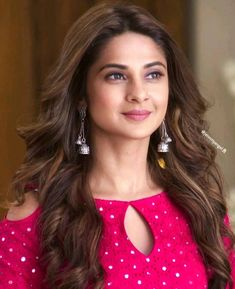 These Sexy Pictures of Jennifer Winget Will Keep You Up All Night. Neck Designs For Suits, Sleeves Designs For Dresses, Blouse Neck Designs, Kurti Sleeves Design, Kurta Neck Design, Simple Kurta Designs, Kurta Designs Women, Stylish Blouse Design, Stylish Dress Designs