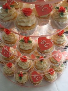 DIY ~ 12 Delicious Wedding Cupcakes ... #dessert #reception #bride