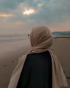 You never realize How much you like someone Until you watch them Like someone e… - Hijab fashion Modern Hijab Fashion, Muslim Women Fashion, Hijab Fashion Inspiration, Korean Fashion, Fashion Trends, Casual Hijab Outfit, Hijab Chic, Hijabi Girl, Girl Hijab