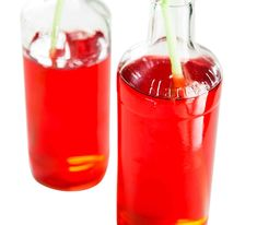 Vaniljainen herukkamehu | Reseptit | Anna.fi How To Make Drinks, Hot Sauce Bottles, Preserves, Healthy Life, Smoothies, Juice, Food And Drink, Sweets, Homemade