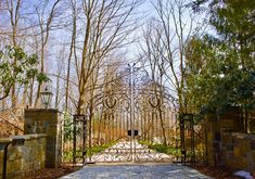Need a driveway gate installed or repaired? Tri State Gate is a BBB-accredited custom driveway gate company serving New York, New Jersey & Connecticut. Wrought Iron Driveway Gates, Iron Gates, Driveway Paving, Driveway Ideas, Bedford Hills, Entry Gates, Gate Design, House Entrance