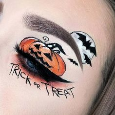 Still looking for the perfect makeup to wear this Halloween? If so, the search may be over because today we have 21 Halloween eye makeup ideas to show you! Yeux Halloween, Halloween Eyeshadow, Amazing Halloween Makeup, Halloween Makeup Looks, Halloween Ideas, Halloween Party, Halloween Face, Makeup Eye Looks, Eye Makeup Art