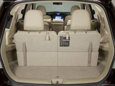 Toyota Highlander (2011) - picture 33 of 49 - 800x600