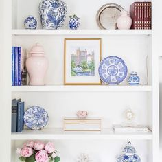 """I love seeing good shelf styling and absolutely knocked out of the park with her new built-ins! Her Lo home ginger jars look…"" Living Room Decor, Bedroom Decor, Home Modern, Bookcase Styling, Decorating Bookshelves, White Decor, Home Decor Inspiration, Decor Ideas, Cheap Home Decor"