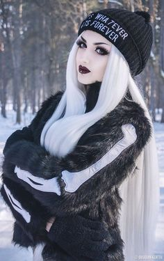 Helpful Tips And Tricks For A Great Gothic Jewelry Collection. Regardless of how you come into the jewelry pieces you own, it is important to know the right ways to properly care for it. Dark Beauty, Goth Beauty, Dark Fashion, Gothic Fashion, Makeup Gothic, Goth Makeup, Goth Glam, Goth Model, Cybergoth