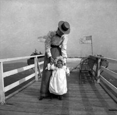 vintage everyday: Rare Vintage Photographs Show Women's Styles of Maine from the Late 19th Century