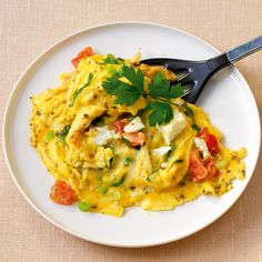 Tomato and onion scrambled eggs with sheep cheese - Tomato and onion scrambled eggs with sheep cheese - Egg Recipes, Low Carb Recipes, Cooking Recipes, Healthy Recipes, French Eggs, Work Meals, Healthy Food To Lose Weight, Big Meals, Food For A Crowd