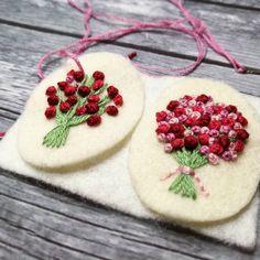 "34 Beğenme, 2 Yorum - Instagram'da DusiCrafts by Dušanka Sirše (@dusicrafts): ""New embroidered necklace in progress. #embroidered #embroideredjewelry #embroidery #bouquet…"""