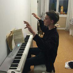 piyano erkeği