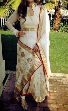 Stunning suit in pure georgette with patch work on the dupatta..