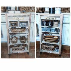 百均アイテムだけで、可動式の両面使えるキッチンシェルフができます。 省スペースなので、狭いキッチンにおすすめです。