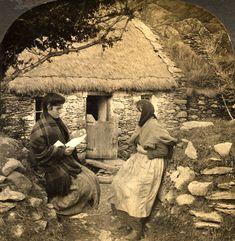 Simple clothing and head scarf on Irish women. Old Pictures, Old Photos, Vintage Photos, Old Irish, Irish Celtic, Images Of Ireland, Irish People, Irish Cottage, Ireland Homes