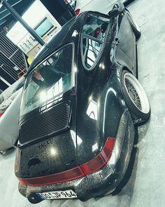 Zu recht beschwert sich JP über Idioten die seine Autos anpacken und drauf malen. Ich bin öfter da und habe es schon auf anderen Fahrzeugen gesehen. Nicht nur hier auf dem Porsche aber auch zB auf dem R8 Bild was ich auf meiner wall habe als er noch ganz schwarz war.  Warum machen die das ? Hate? Neid? Oder einfach nur Dummheit?     #964 #porschelife #jp #jpperformance  #porschecarrera #porschefans #carshow #964porsche #911carrera #porsche #carrera #porsche911 #porscheporn #turbo… Porsche 911, Porsche Carrera, Vehicles, Sports, Autos, Envy, Simple, Black, Pictures