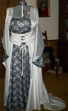 This was a wedding dress, but I would want something like this for the fantasy conventions that Jeremy and I go to! This looks a lot like a dress from Lord of the Rings. I want it so bad.