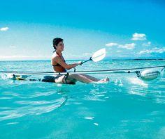 On connaissait les bateaux à fond de verre pour voir les fonds marins alors pourquoi pas un canoë transparent? Voici un modèle pour ceux qui seraient intéressés par ce concept d'embarcation…