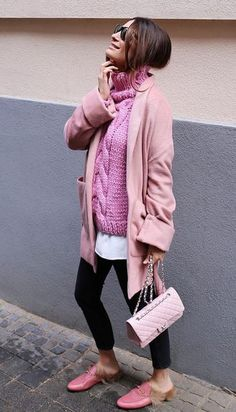 Lena Terlutter loves every shade of pink. Trends 2018, Street Style Looks, Street Style Women, Fall Winter Outfits, Autumn Winter Fashion, Best Casual Outfits, Fashion Outfits, Womens Fashion, Fashion Trends