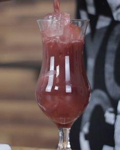Drink de maracujá com vinho. Vocês vão amar essa receita.  Marca um amigo pra fazer essa receita com você.  #bebidaliberada #drink #drinks #coquetel #batida #coquetelaria #wine #bartender #bartenders Cocktail, Wine