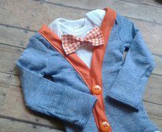 Bígaro azul y naranja traje chaqueta  {Lista incluye} (1) Body de corbata de…