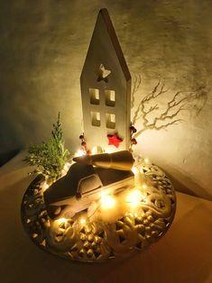 Lichterkette wird hier im Hotel Tirolerhof auch  in kleinerer Dekoration verwendet - perfekt vor allem für schattigere Fleckchen im Haus Table Lamp, Lighting, Home Decor, Light Chain, Decorations, House, Homemade Home Decor, Light Fixtures, Table Lamps