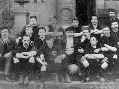 Los primeros clubes de fútbol surgieron en Inglaterra a mediados del siglo XIX.