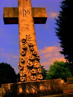 Historic Oakwood Cemetary: Raleigh, NC Oakwood Cemetery, Stuff To Do, Things To Do, Old Cemeteries, North Carolina, Places To See, Bee, Crosses, Pictures