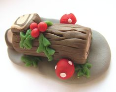 small world land: Day 3-tiny Yule Log Cake