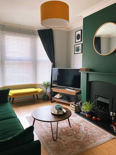 Dark Green Living Room, New Living Room, My New Room, Interior Design Living Room, Living Room Designs, Green Living Room Ideas, Dark Living Rooms, Green Interior Design, Living Room Ideas Terraced House